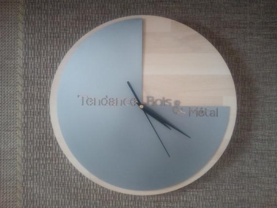 Horloge en chêne et métal
